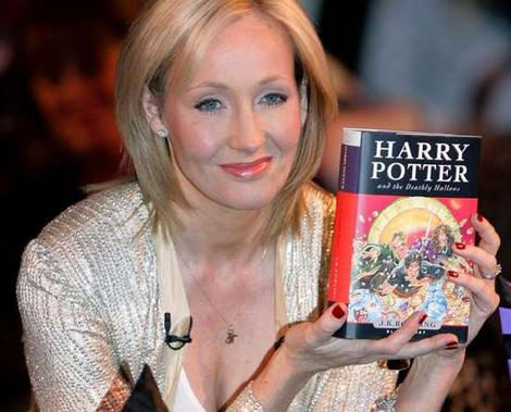 J.K. Rowling estudia lanzar Harry Potter en mercado digital