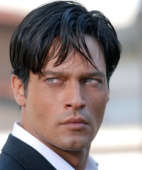 El personaje Eliah Al-Saud fue inspirado en el actor italiano Gabriel Garko