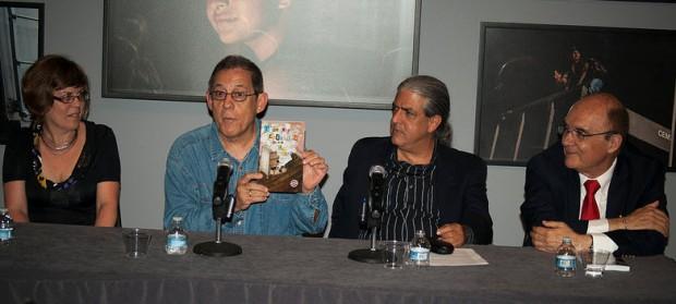 Presentación del libro Poesía Engavetada en el Centro Cultural Español de Miami. De izquieda a derecha Ana Julia Yanes, el poeta José Yanes, el poeta Ramón Fernández´-Larrea y el historiador Juan Antonio Blanco
