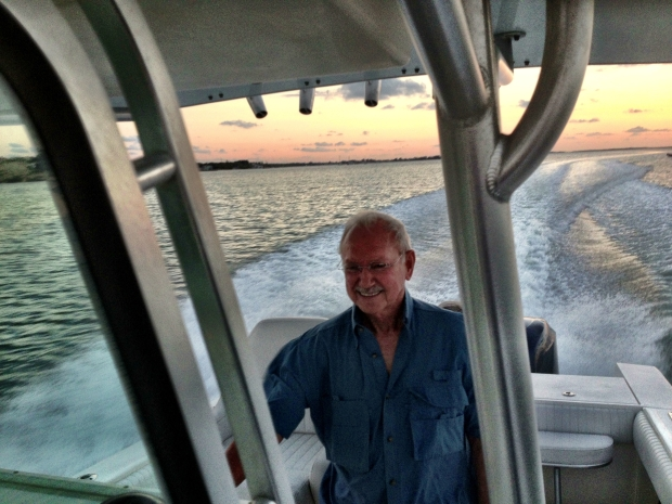 """El capitán """"Warry"""" que nos llevó a ver la puesta de sol en el mar"""