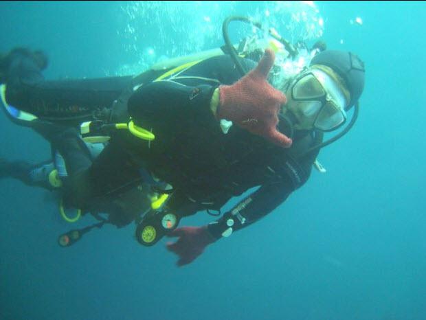 Fernando Gamboa ha vivido en varios países, llevando a cabo trabajos tan dispares como submarinista, profesor de español, empresario, jugador de póker o guía de aventura