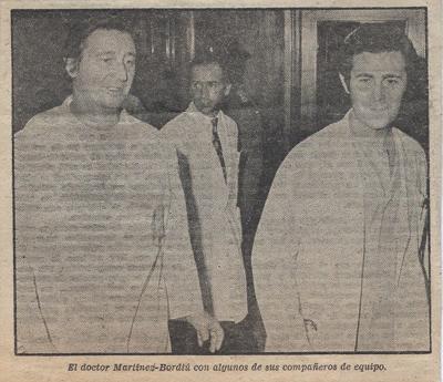 Cristóbal Martínez Bordiú, yerno de Franco, Jefe de Cirugía Cardiaca del hospital La Paz yel Dr. Palma, se dirigen a una rueda de prensa para informar acerca de la evolución de la enfermedad de Franco.