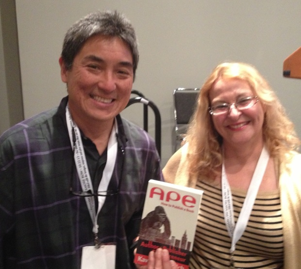 """Guy Kawasaki, autor de """"APE: How to publish a book"""" junto a Marlene Moleon en Book Expo America, New York"""