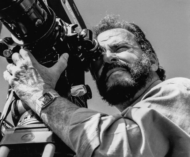 Emilio Guede, productor, director, camarógrafo y editor. Cuenta, además, con una amplia experiencia en los campos de la redacción de textos publicitarios y fotografía comercial.