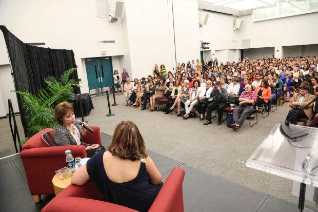 Presentación en Miami Dade College de Isabel Allende. Foto: Cristian Lazzari