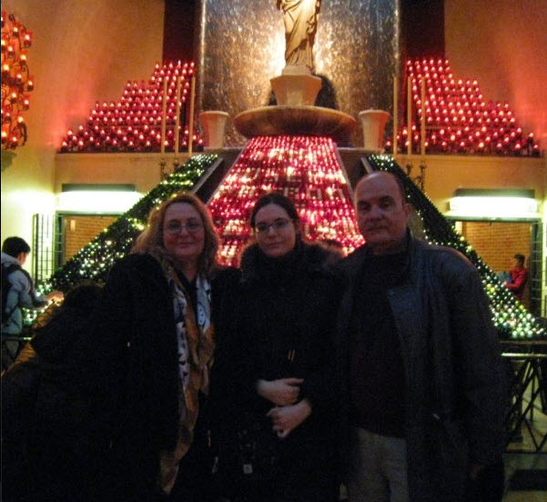 En una de las visitas a la Capilla Votiva con Juan Antonio Blanco y Elena Blanco