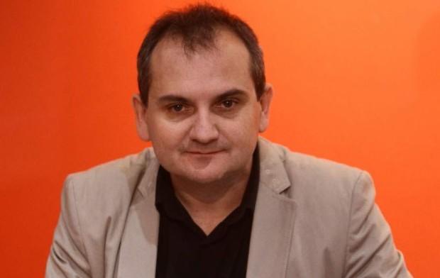 """Mario Escobar: """"Intento escribir lo que me gustaría leer""""."""