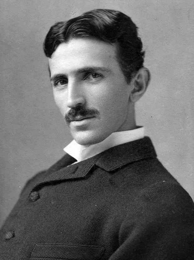 El futurista Nikola Tesla, visto aquí a los 34 años en 1890. Tesla es un personaje místico y excéntrico de la cultura popular.
