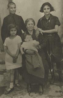 Salvador no pudo cumplir su sueño de llegar a Brasil Berta es la niña a la izquierda